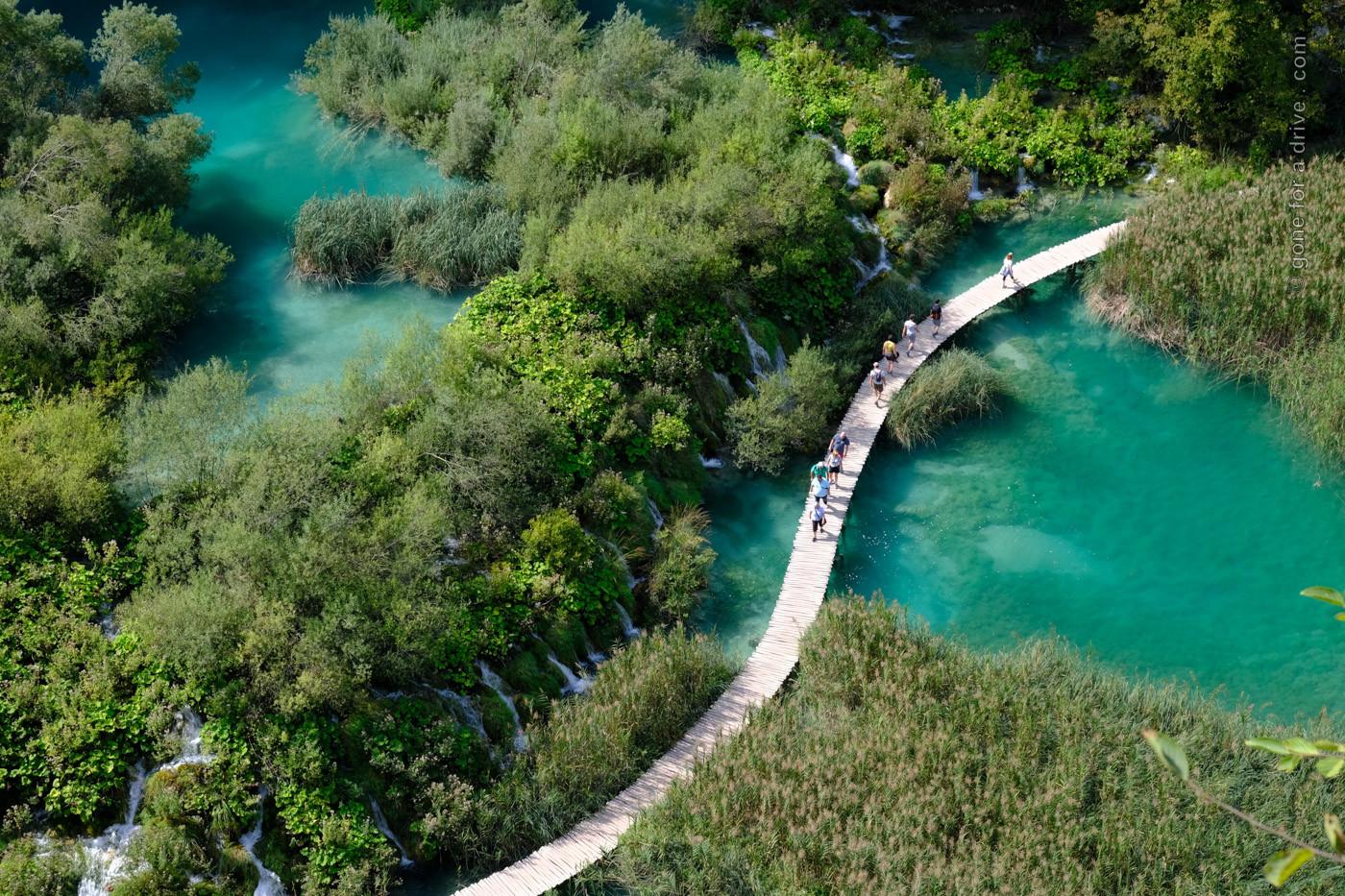 Fußgängersteg im Nationalpark Plitvicer Seen