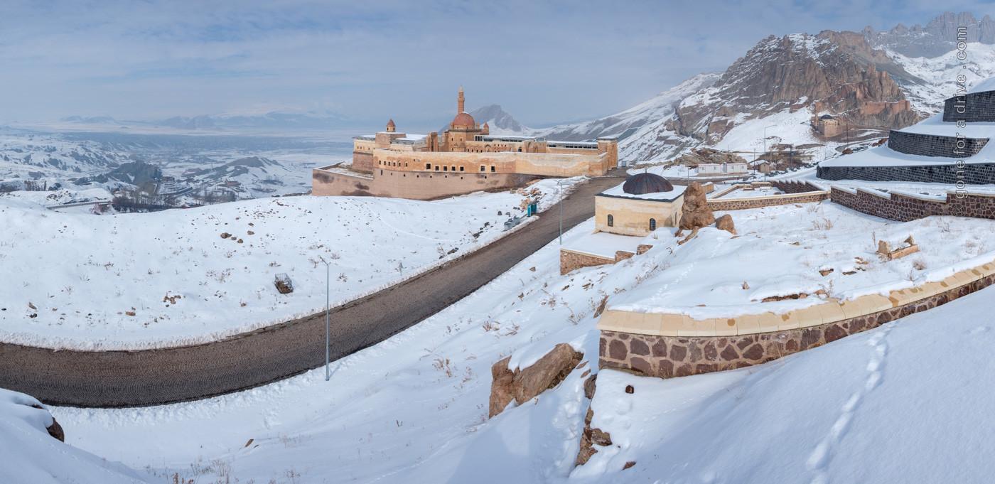 Panorama mit dem Ishak Pasha Palast in Dogubeyazit, Türkei