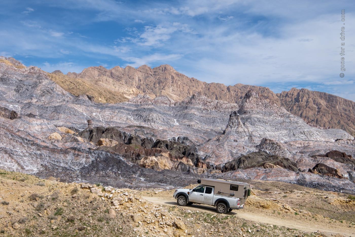 Allrad Camper mit Wohnkabine am Salzdom Kuh-e Namak