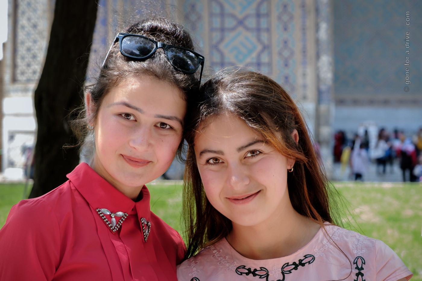 Schülerinnen in Samarkand, Usbekistan
